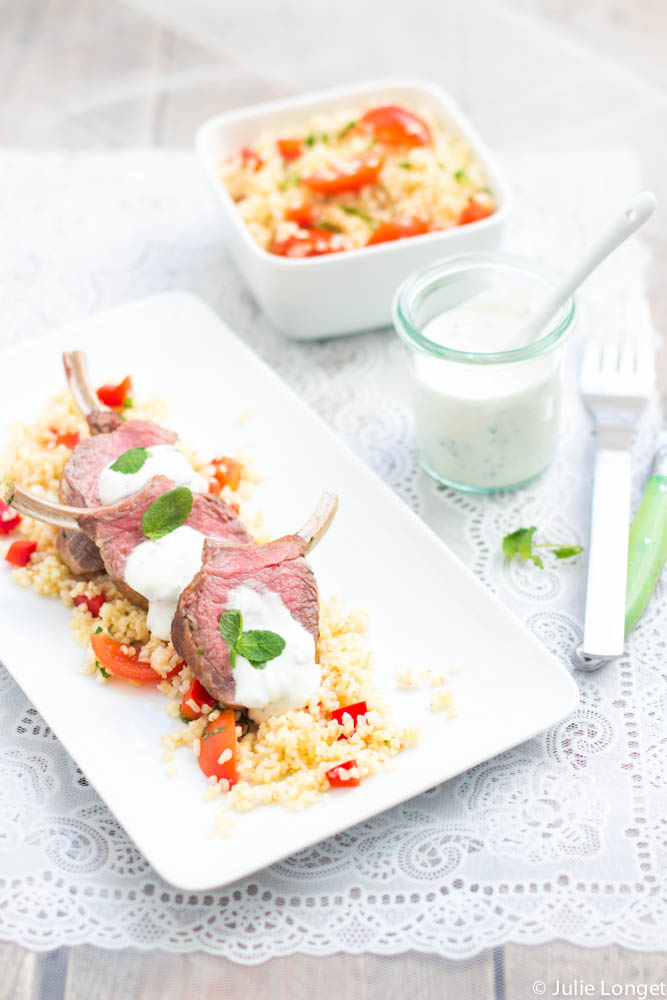 Carré d'agneau, taboulé de boulgour et yaourt grec à la menthe