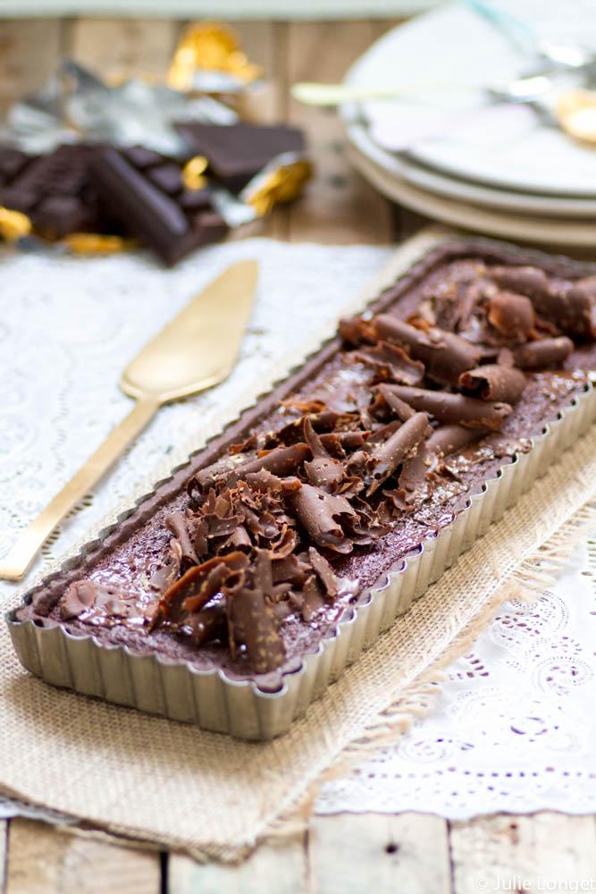 Tarte décadente au caramel et mousse au chocolat cuite à la fleur de sel