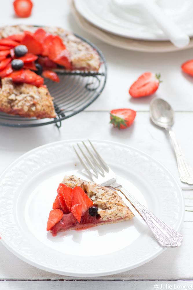 Galette ou tarte rustique aux fraises