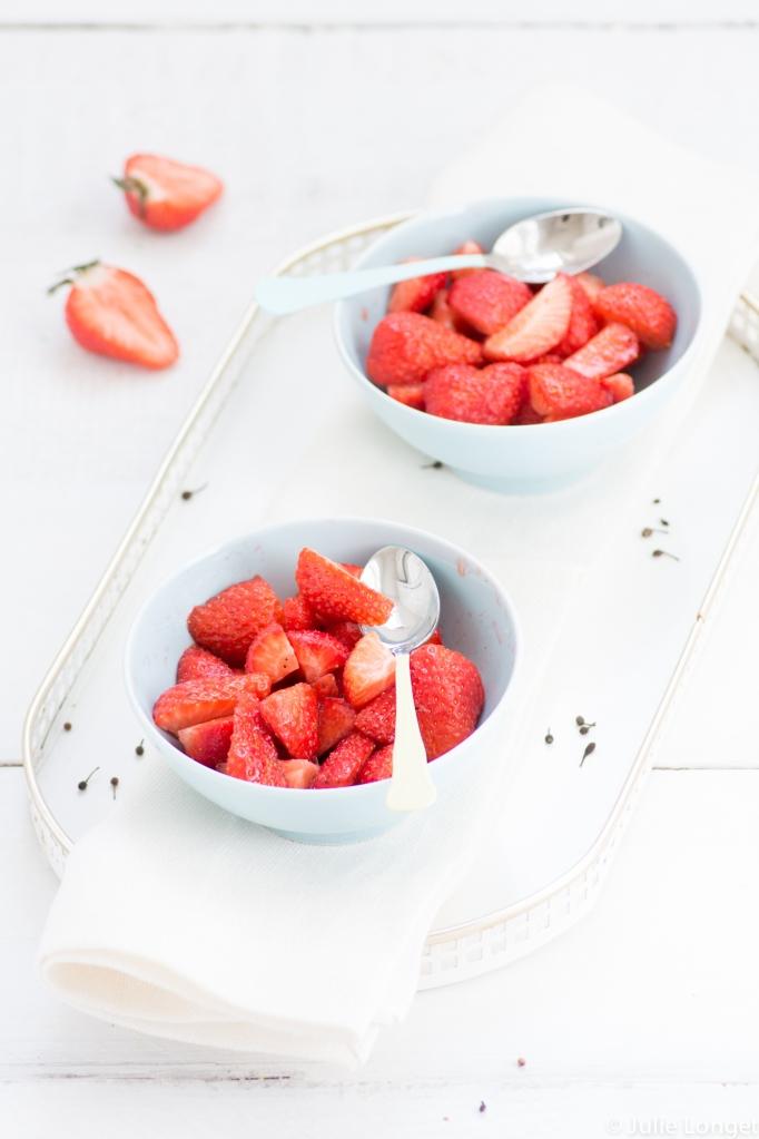 Salade de fraises au vinaigre blanc balsamique, poivre Voatsiperifery et vanille