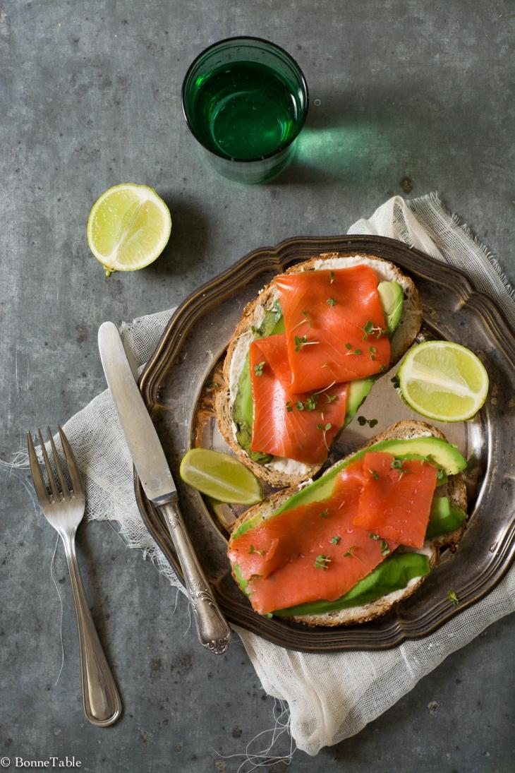 Tartine de saumon sauvage, avocat, sauce raifort