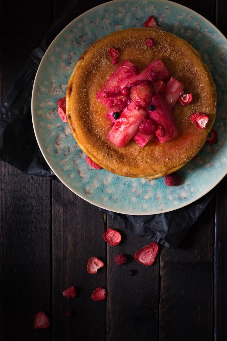 Cuajada espagnole, compote de rhubarbe et fraises