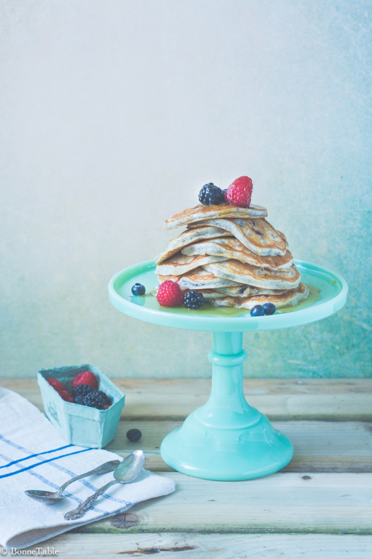 Pancakes au yaourt grec et fruits rouges