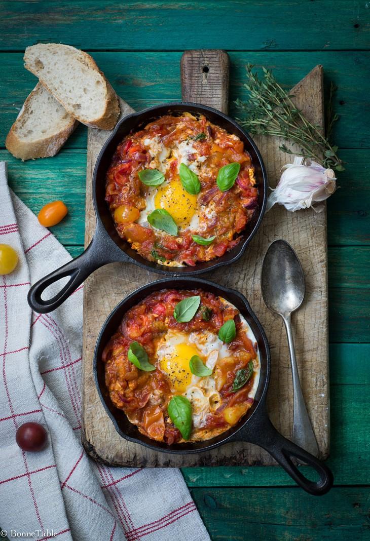 Compotée de tomates aux oignons et oeufs